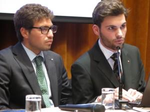 Bernardino Mandarini e Riccardo Intruglio durante il Caminetto dedicato al Ryla 2015 al quale i due rotaractiani hanno preso parte grazie alla sponsorizzazione del nostro Club
