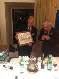 Scambio di doni tra i due Presidenti: il Rc Siena ha donato a Pompei una pregevole disetgno a china di piazza del Campo di un artista inglese degli anni '50 mentre il Presidente di Pompei ha regalato a Siena una artistica ceramica di Vietri