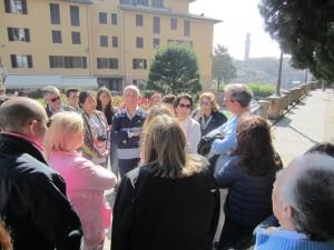 Gli amici di Pompei ascoltano le spiegazioni della guida professionale Mariangela Mori che ci ha accompagnato nella visita della città e del Duomo: la sua competenza e bravura ha suscitato l'ammirazione di tutti noi
