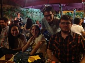 La domenica sera tutti in pizzeria: i sorrisi dei nostri amici spagnoli non lasciano dubbi sulla loro felicità di trovarsi a Siena con gli amici rotariani