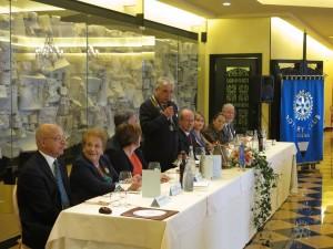 Davanti ad una platea di ben 126 persone tra soci, familiari ed ospiti il Presidente Sandro Fornaciari ha pronunciato il suo discorso di saluto a conclusione dell'annata rotariana 2014-2015